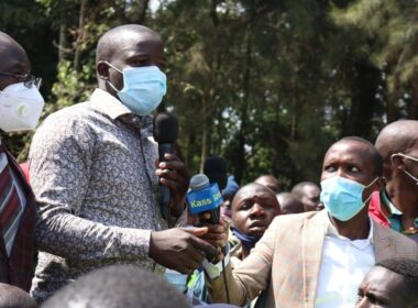 Nandi Governor Stephen Sang addressing angry residents at the scene of an accident in Kapsabet town