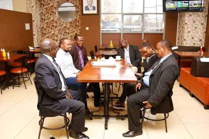 Ruto sharing a cup of tea with staff at Jubilee Party headquarters.